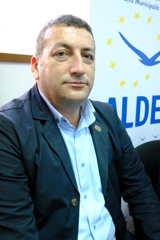 """VIDEO /   Bogdan Dăscălescu, candidatul ALDE la CJ: """"Deviza mea în politică este sa-i fac pe oameni fericiți"""""""