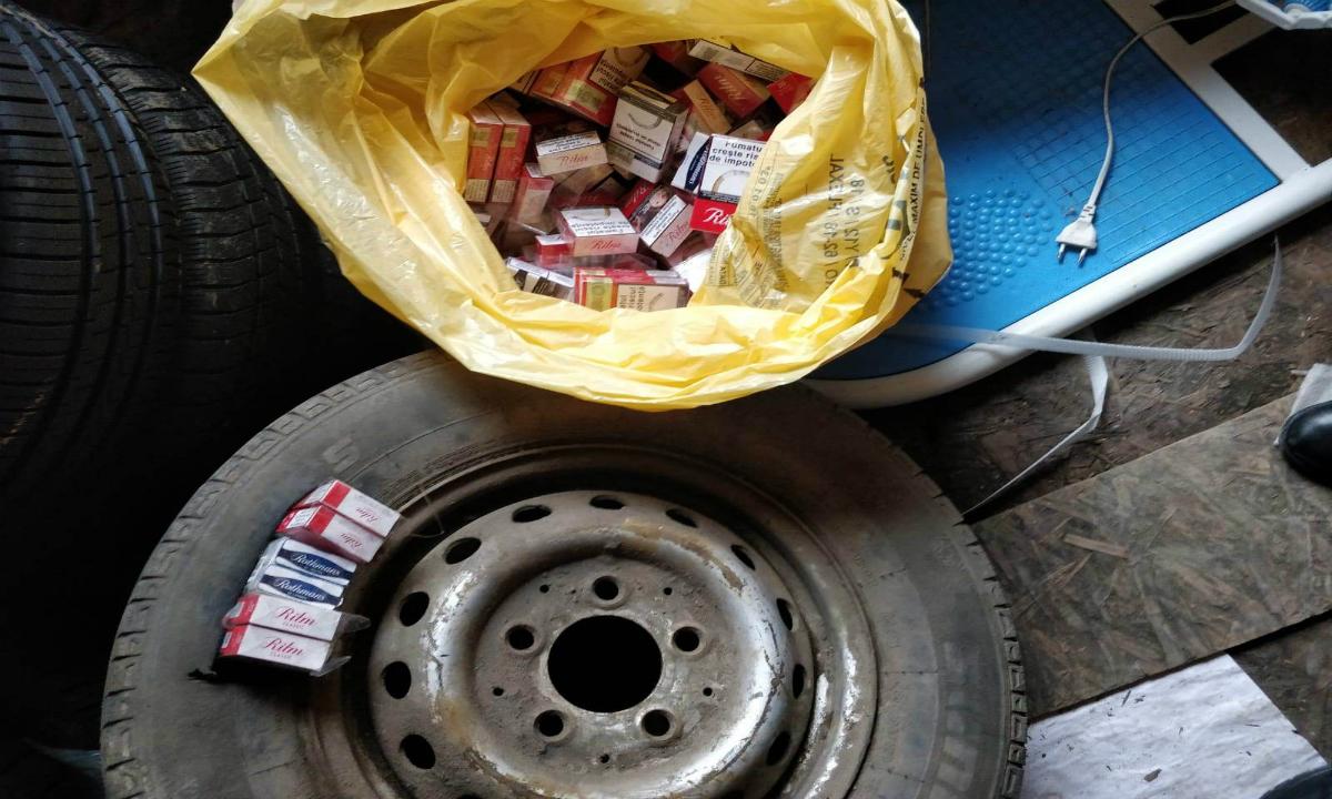Roată de rezervă cu ţigări de contrabandă, depistată la P.T.F. Rădăuţi Prut