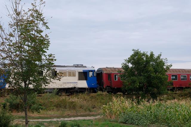 DOROHOI:  Mașină cu 3 pasageri lovită de tren la trecerea cu calea ferată