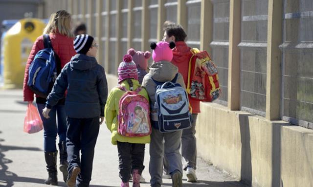 De astăzi elevii se întorc la cursuri. VEZI când este următoarea vacanță