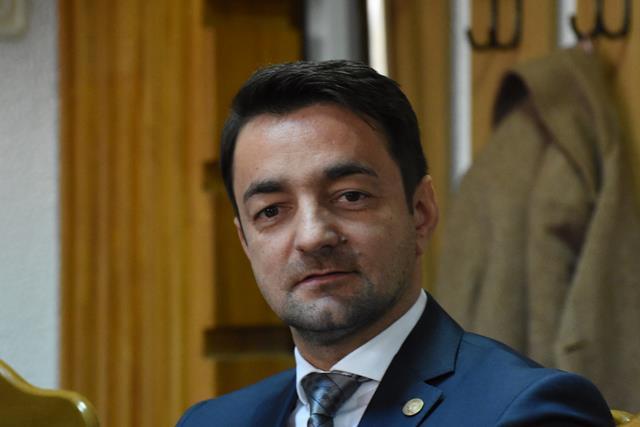 VIDEO/   Deputatul Răzvan Rotaru implicat într-un scandal pe aeroportul Salcea