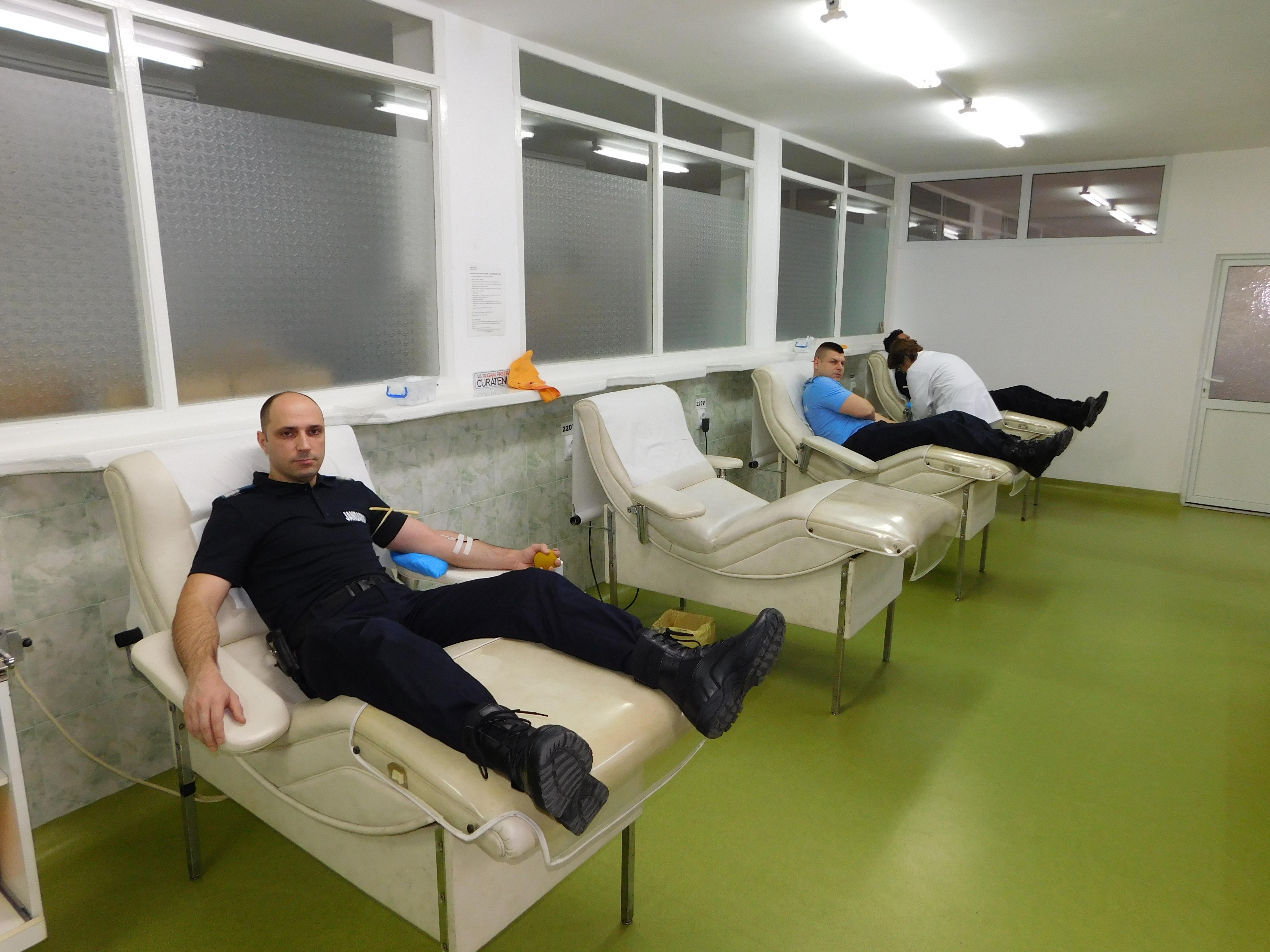 """Jandarmii botoșăneni au răspuns campaniei:  ,,Te provoc! Fii salvatorul celor care au nevoie de sânge!"""""""