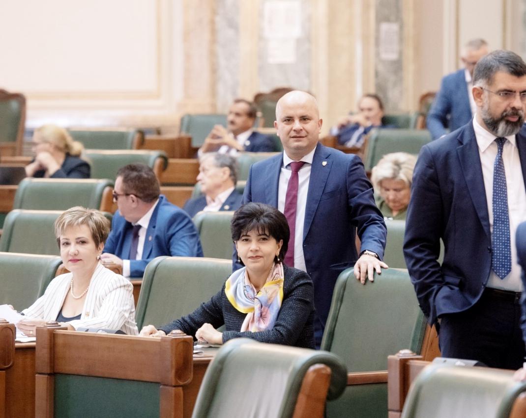 Liberalii s-au opus dublării alocațiilor! Nesimțirea PNL nu are limite! Costel Șoptică a refuzat să voteze pentru dublarea imediată a alocațiilor!