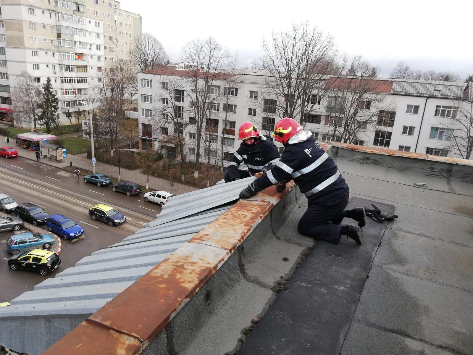 FOTO/   Vântul face prăpăd în Botoșani! Pompierii intervin pentru îndepărtarea pericolelor