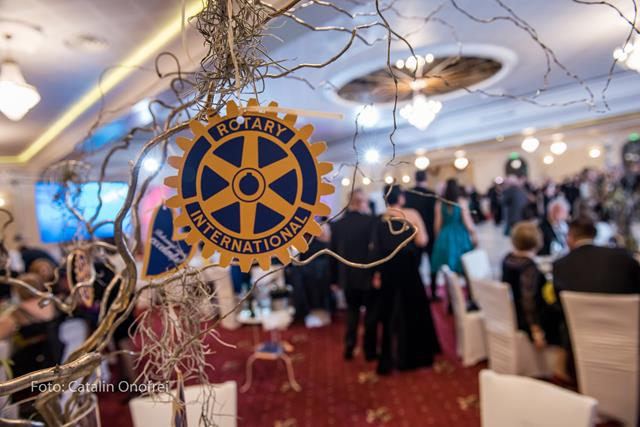 Botoșaniul iubește excelența! A treia ediție a Balului Caritabil Rotary!