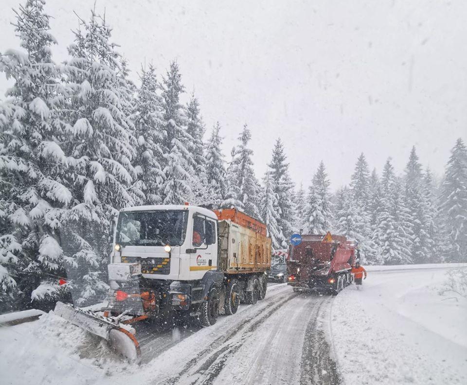 Restricții de tonaj pe mai multe sectoare de drum din județele Iași și Botoșani, din cauza viscolului puternic