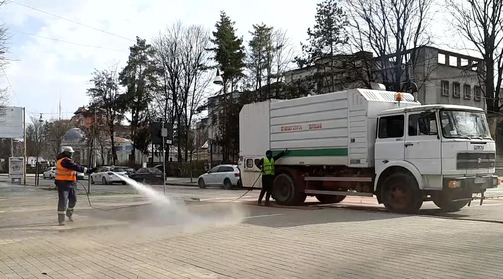 Amplă acțiune de dezinfectare a străzilor executată de Urban Serv