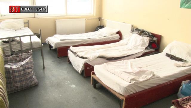 Persoanele fără adăpost, internate în centrele puse la dispoziție de municipalitate și puse sub paza polițiștilor și jandarmilor