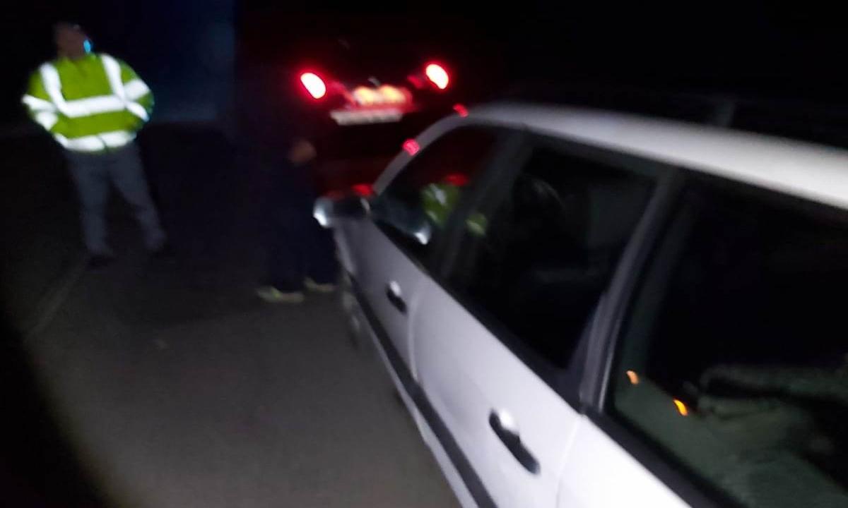 Autoturism încărcat cu ţigări de contrabandă, interceptat la Dorohoi