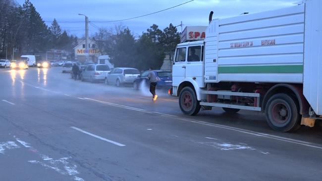 FOTO/VIDEO    COVID-19:  Urban Serv a declanșat astăzi operaţiunea de spălare și dezinfecție a străzilor din oraș