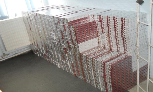 Ţigări de contrabandă de peste 142.560 lei reţinute cu focuri de armă la frontiera de est
