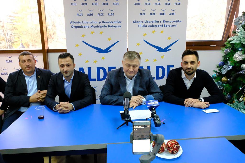 "ALDE Botoșani:""Opriti circul pe bani publici!"""