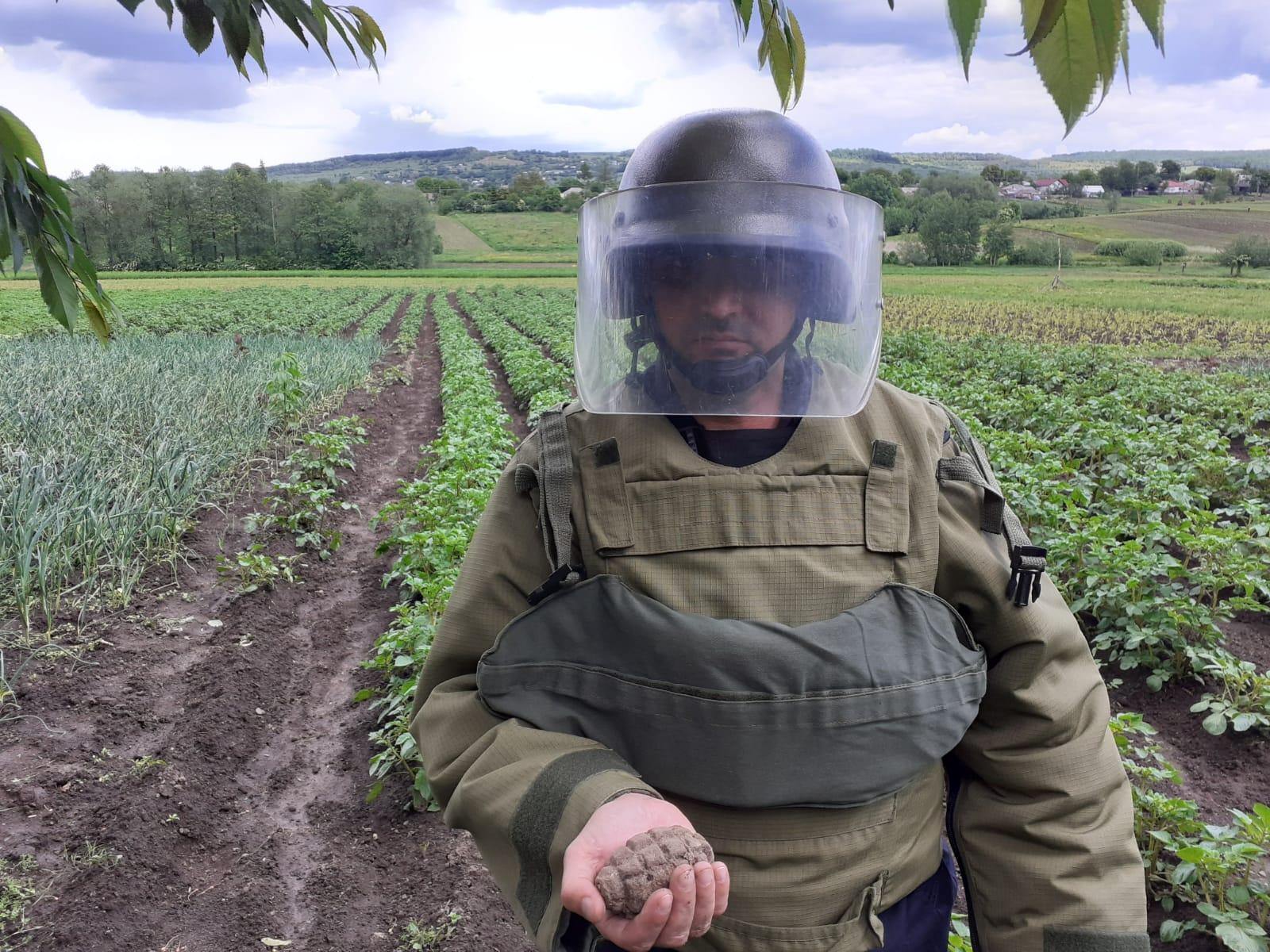 Grenada de mână defensiva cu focosul sectionat, descoperita in gospodăria unui localnic din comuna Vorona