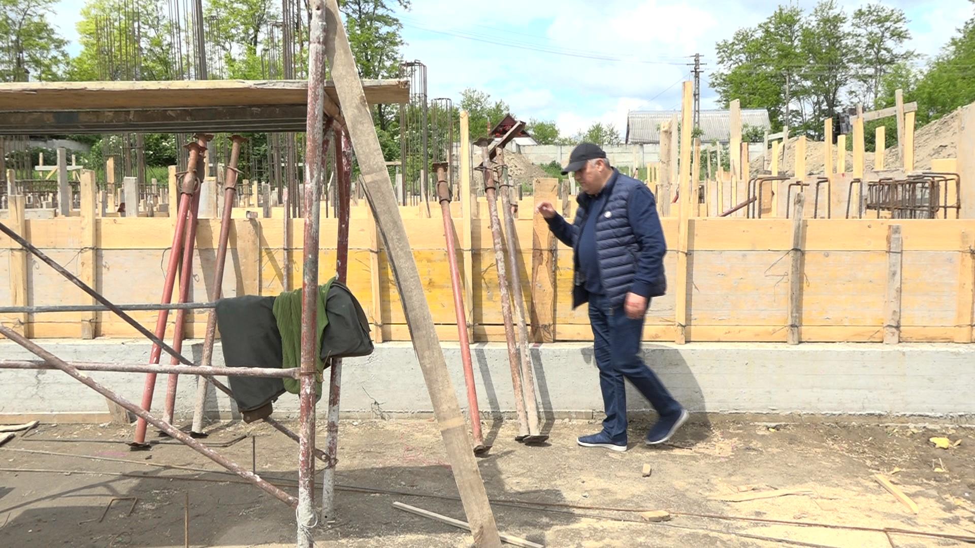 VIDEO/FOTO  SĂVENI: Complex sportiv NOU pe locul vechiului stadion și peste 15 km de asfalt pe drumurile din satele aparținătoare
