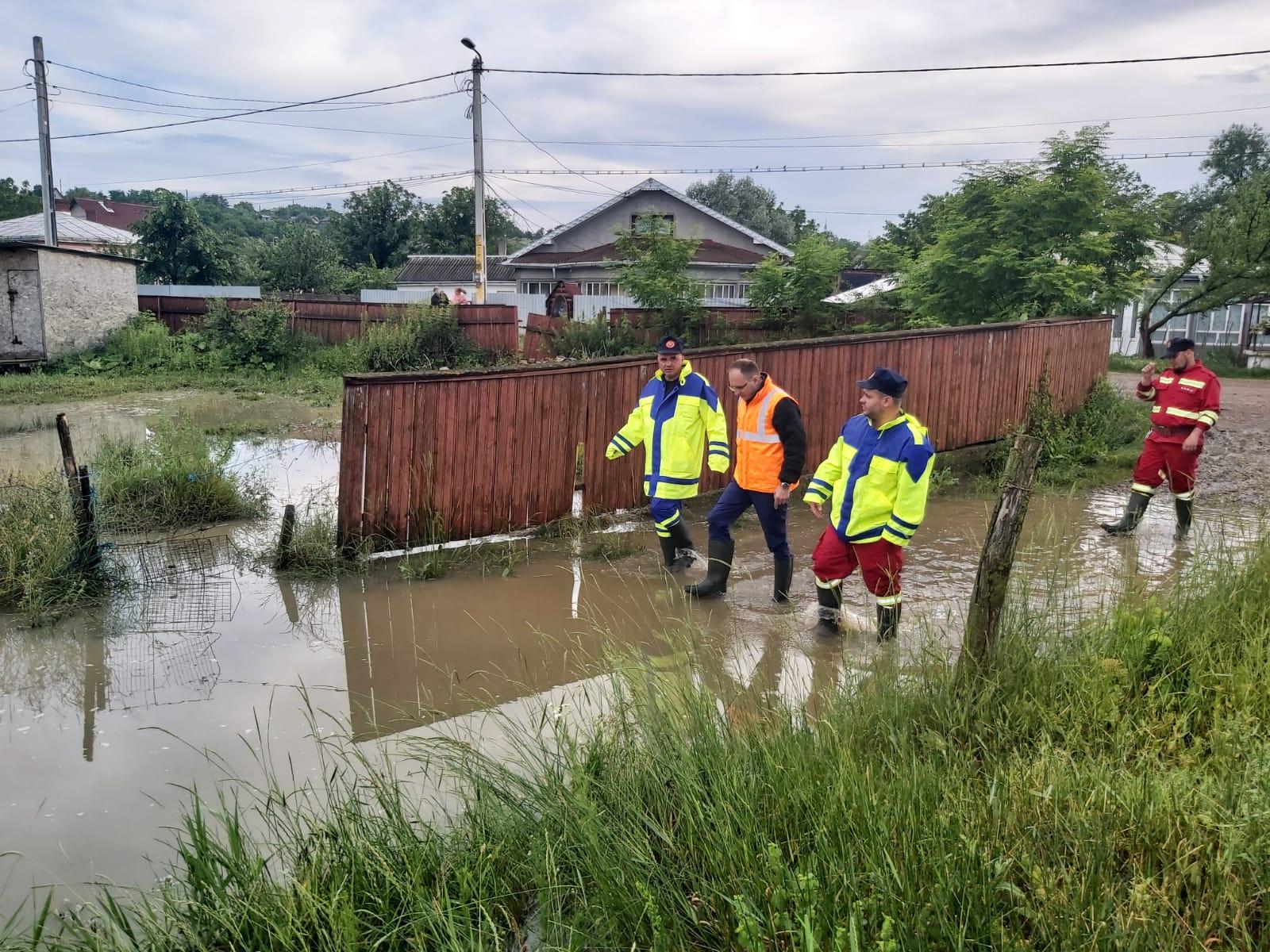 """COSMIN ANDREI: """"Locuitorii din municipiul Botoșani se luptă cu inundațiile, în timp ce primarul Flutur a fugit în concediu! În pandemie nu a scos capul la vedere, acum e plecat!"""""""