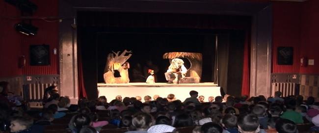 """Spectacolele Teatrului """"Vasilache"""" s-au mutat,  în sfârşit, din mediul  on-line în aer liber!"""