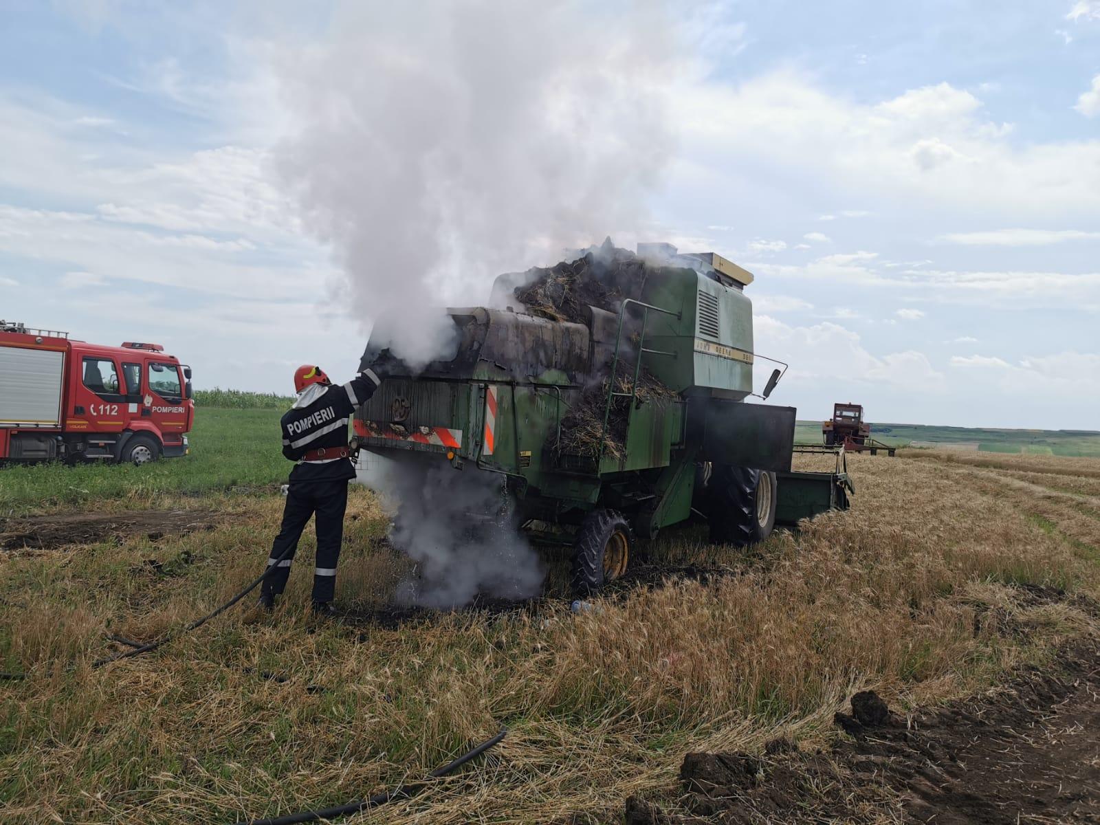 FOTO/VIDEO    Combină agricolă distrusă parțial de flăcări