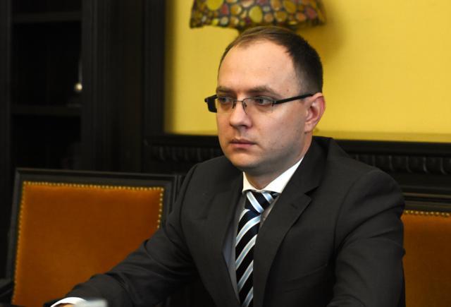 """Cosmin Andrei: """"De ce plătește domnul primar Flutur chirie degeaba pentru autobuzele care nu circulă din banii botoșănenilor?"""""""