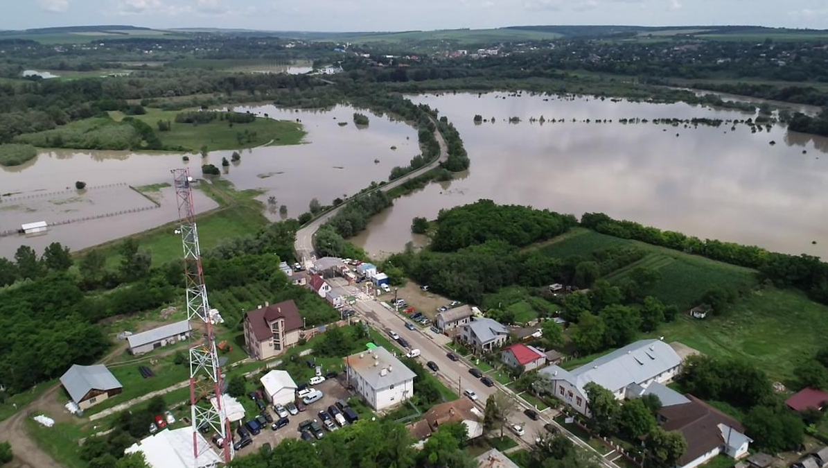 Inundațiile au făcut ravagii în Botoșani, în timp ce PNL a crescut numărul de subprefecți care taie frunză la câini!