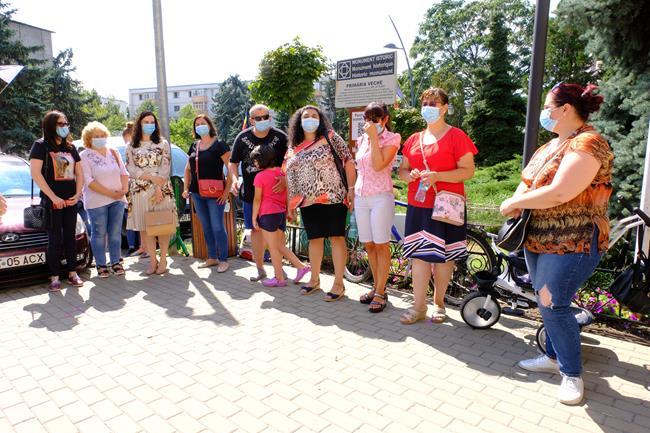 ASTĂZI:  Protest inedit în fața Primăriei Botoșani