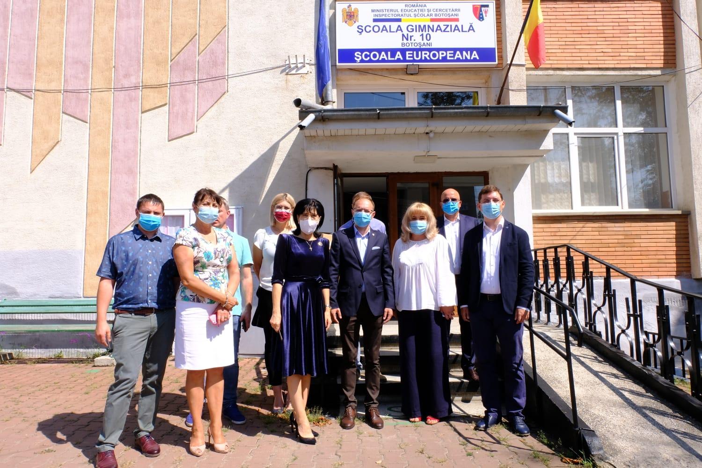 10.000 de măști și dezinfectant pentru mai multe școli din municipiul și județul Botoșani, donate de PSD în lipsa materialelor sanitare de la Guvernul Orban