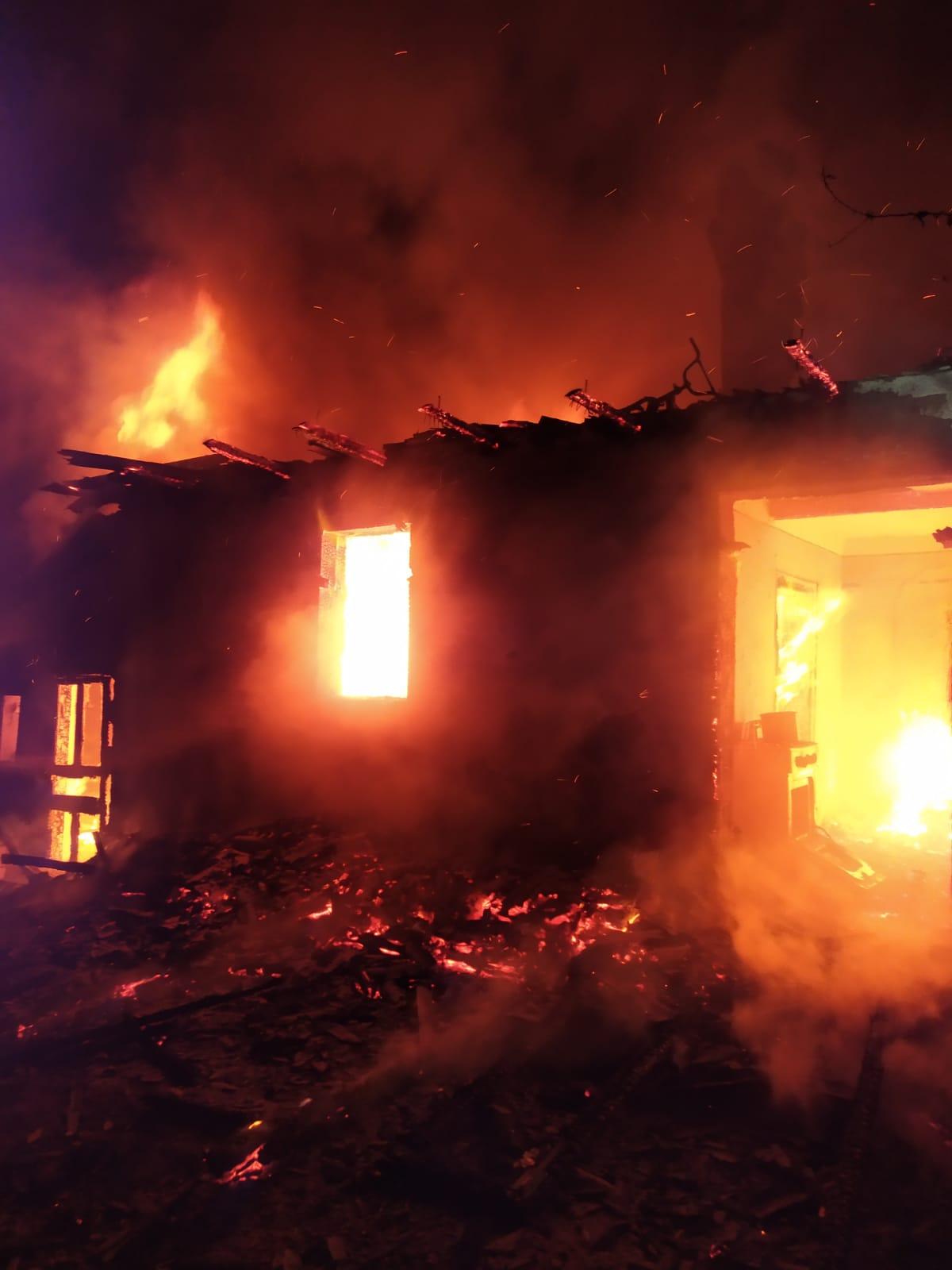 Cristinești: Locuința distrusă în urma unui incendiu