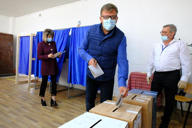 """FOTO/VIDEO Marius Budai: """"Am votat astăzi pentru siguranță unui trăi mai bun, am votat astăzi pentru educație, pentru sănătatea copiilor și am votat pentru oameni care să dezvolte în continuare județul Botoșani"""""""