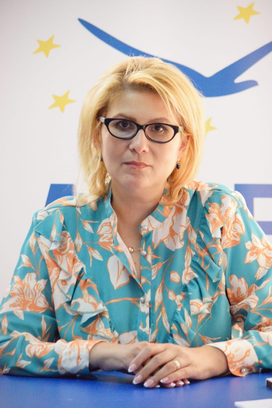 """(P)  Roxana Florentina ȚURCANU, candidat ALDE la Primăria municipiului Botoșani– """"Să deschidem larg ochii și să vedem situația în care suntem!"""""""