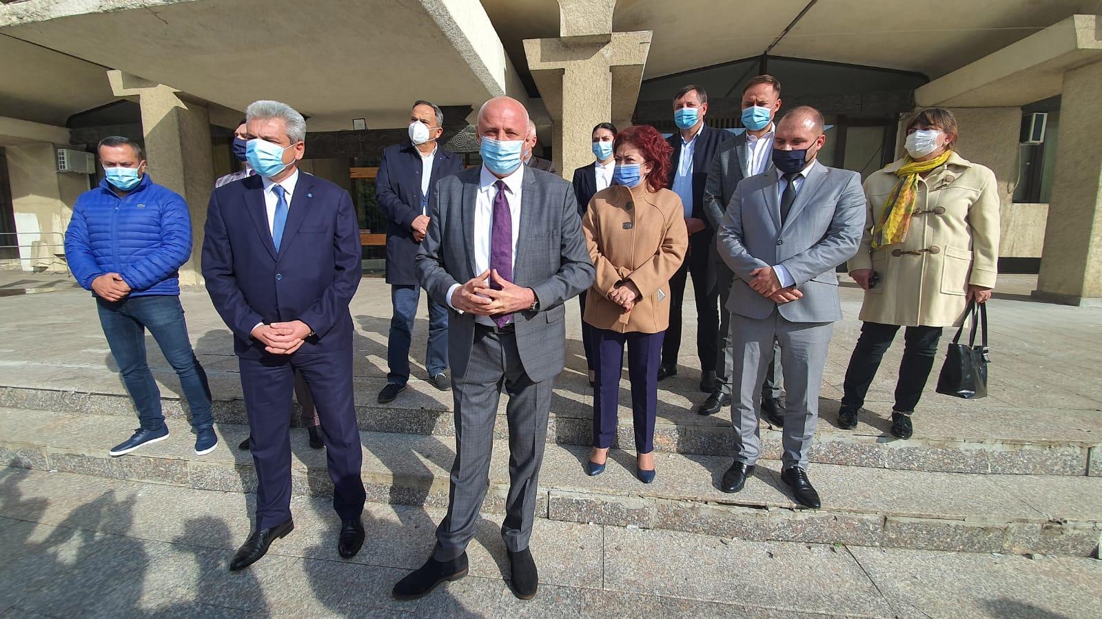 FOTO/VIDEO   Liberalii botoșăneni au depus astăzi la BEJ listele cu candidaturile pentru alegerile parlamentare