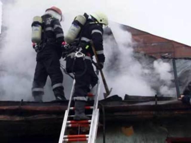 Pompierii avertizează proprietarii caselor să ia măsuri de izolare și curățare a coșurilor de fum