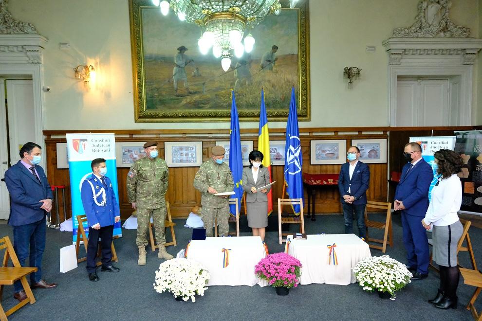 Militarii botoșăneni care au luat parte în misiunile de apărare și restaurare a păcii din teatrele de operații internaționale, onorați de Consiliul Județean si Primărie