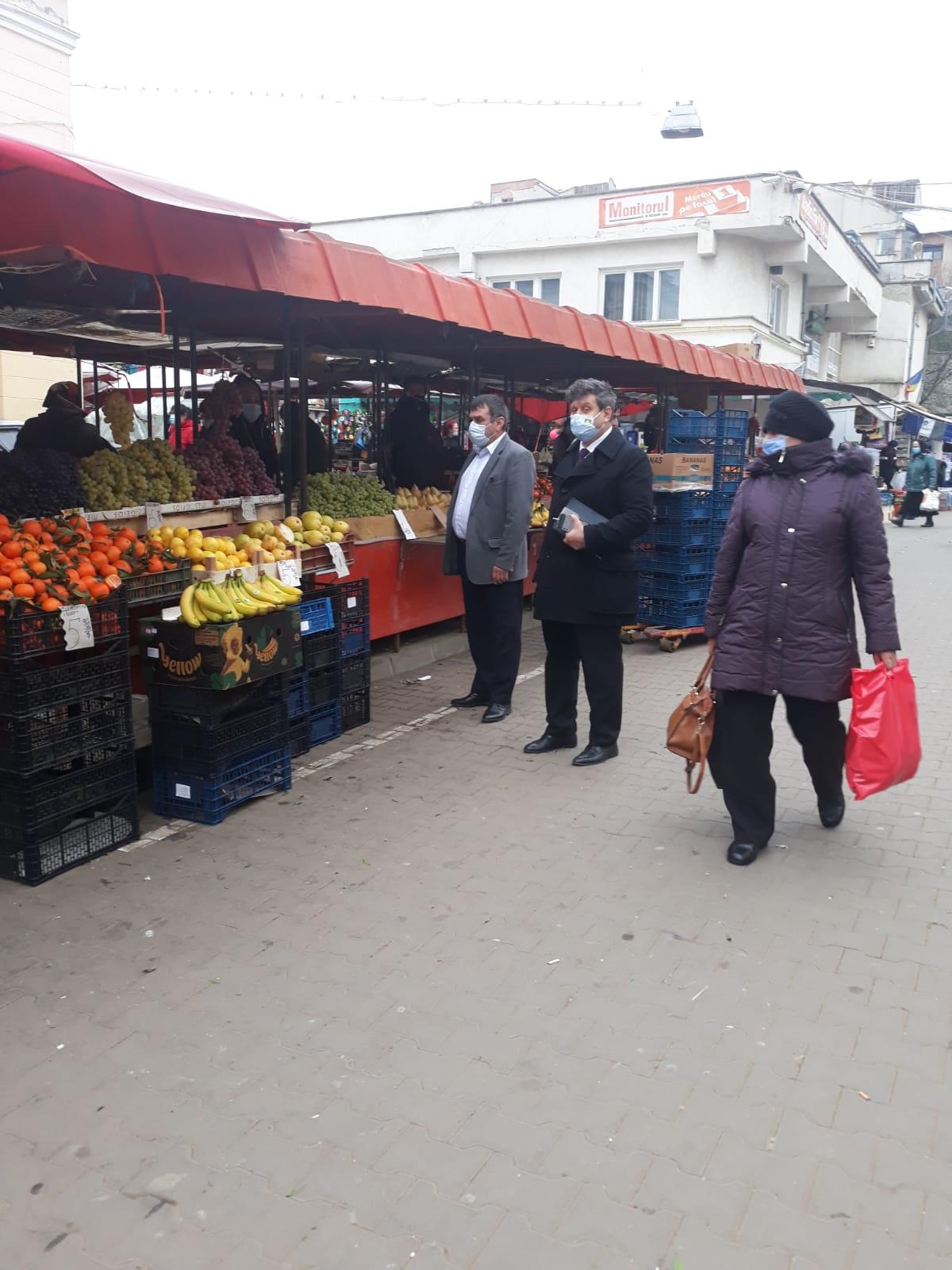 Eduardt Cozminschi, șeful ANPC a oferit consiliere comercianților din Piața Centrală