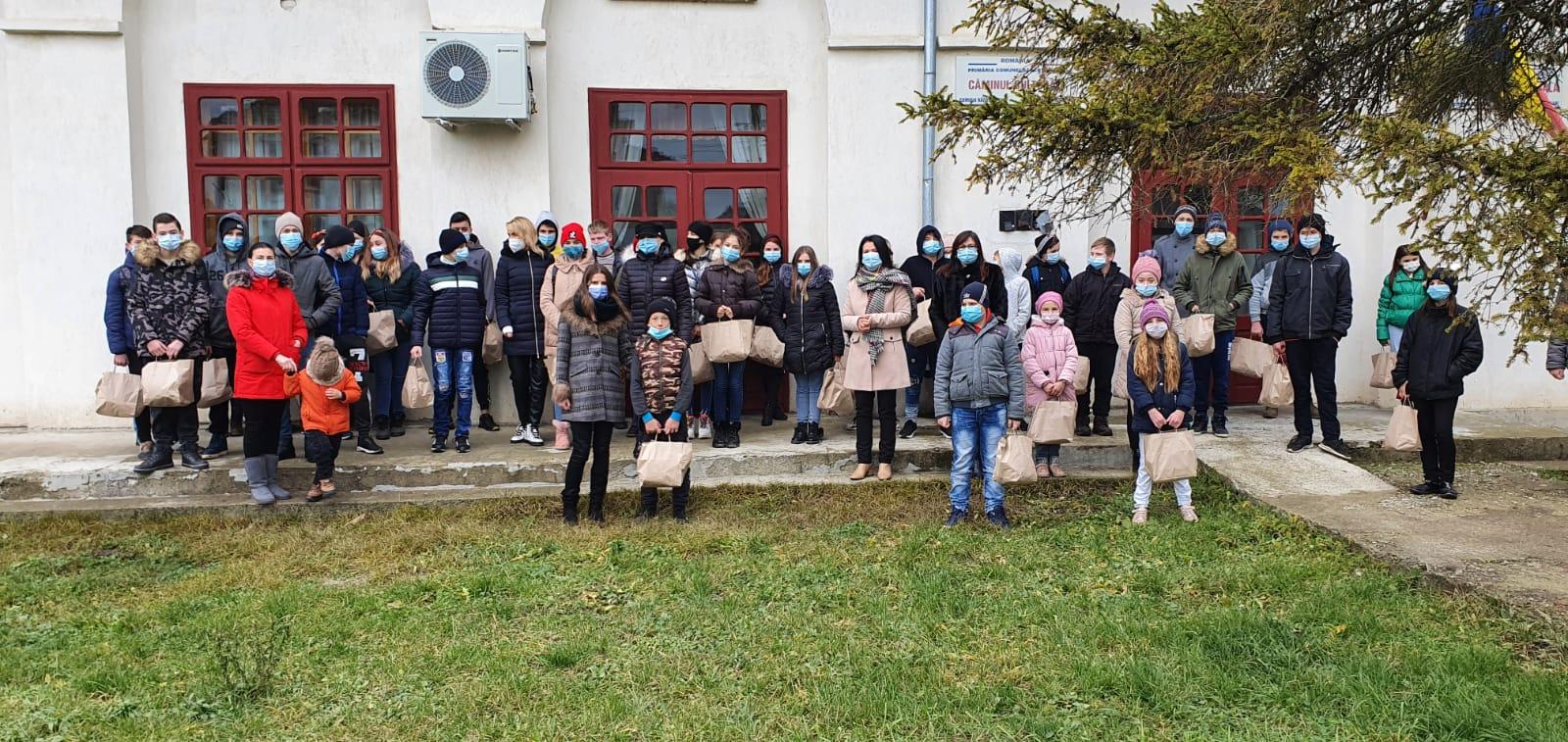 Bucurii în prag de sărbători pentru 130 de copii din județul Botoșani