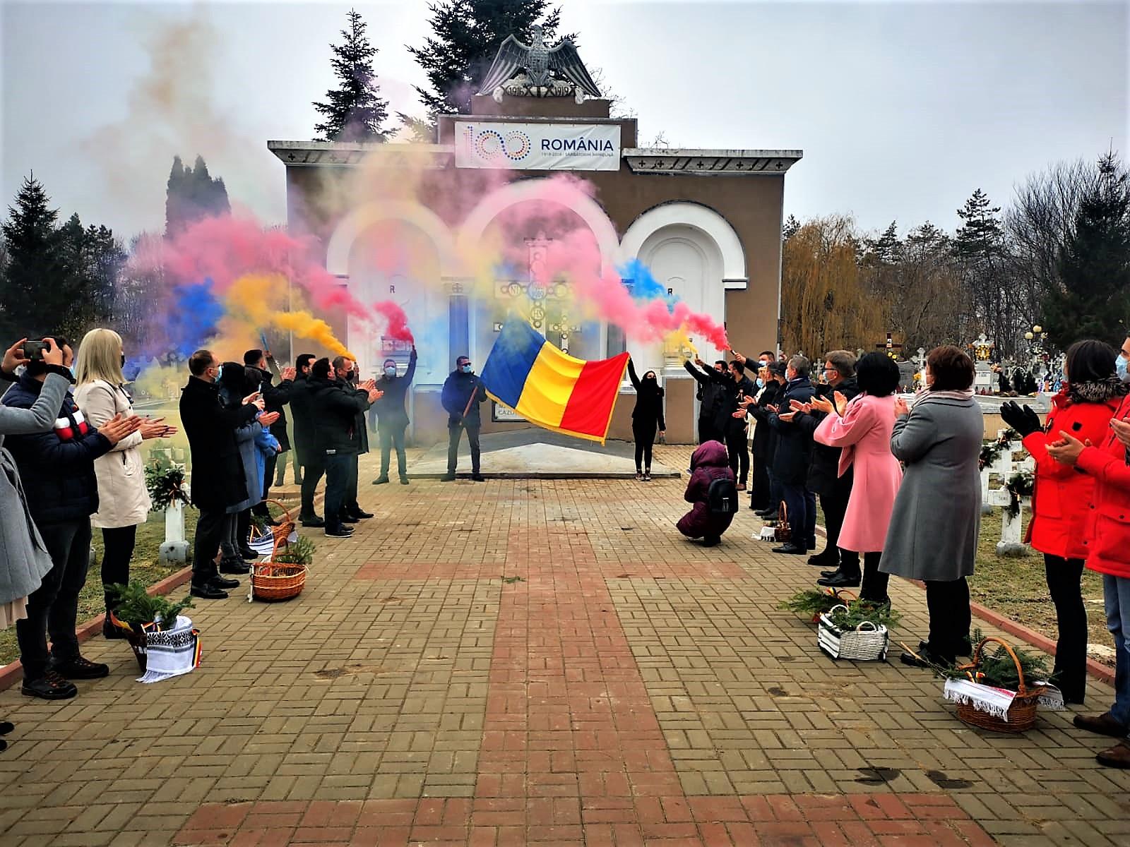 VIDEO/FOTO  În urmă cu 102 ani, români adevărați au făurit Unirea.  Membrii Organizației Județene PSD Botoșani au adus, astăzi, de ZIUA ROMÂNIEI, un omagiu eroilor noștri