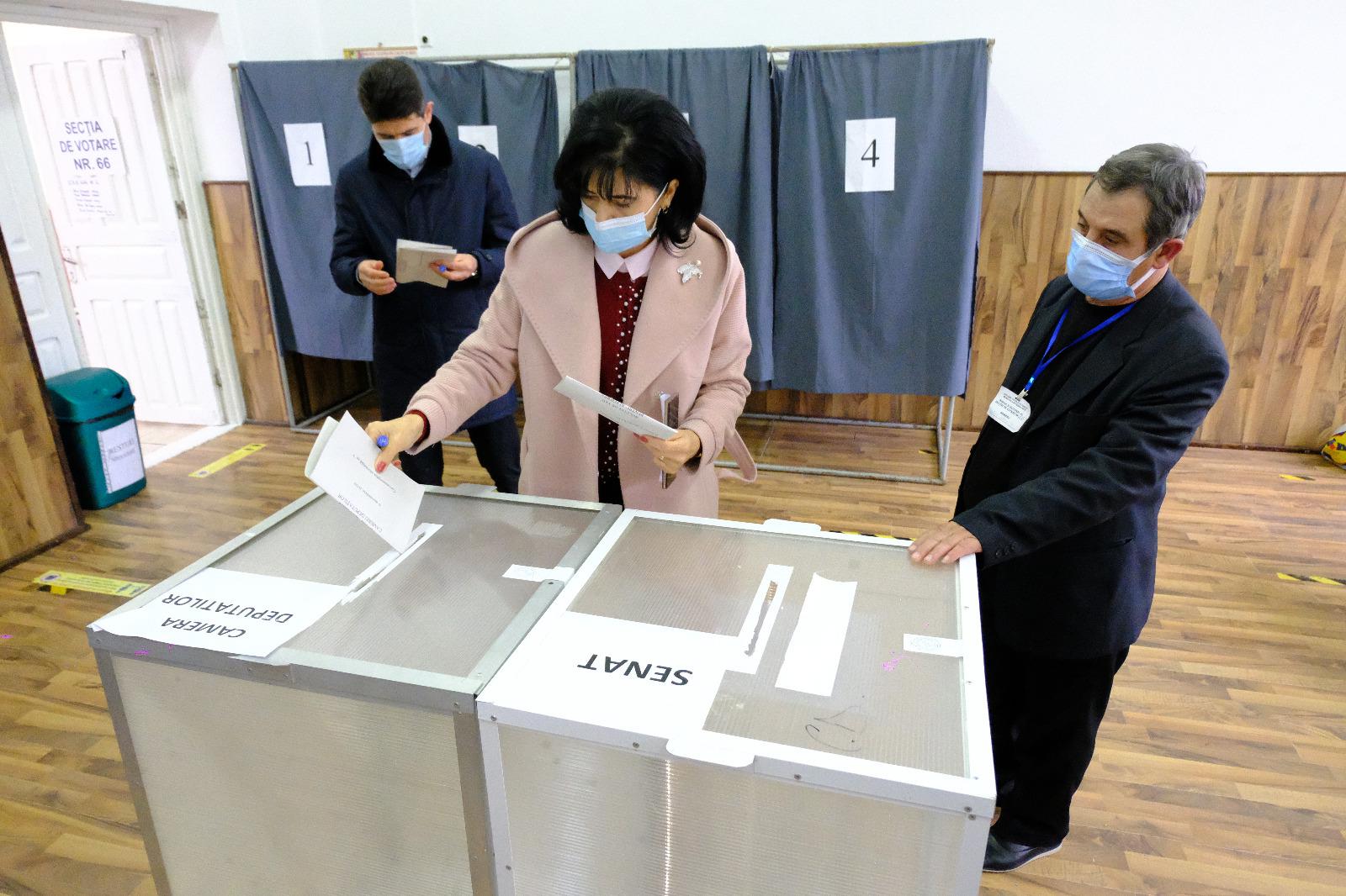 """DOINA FEDEROVICI: """"Am votat pentru siguranța sănătății, pentru siguranța educației copiilor noștri, pentru siguranța locurilor de muncă și a veniturilor botoșănenilor"""""""