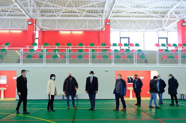 FOTO/VIDEO   Comuna Broscăuți se poate mândri cu cea mai modernă sală de sport din județ
