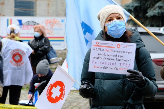 """Protest al cadrelor medicale din Sindicatul """"Sanitas"""", în fața PREFECTURII"""