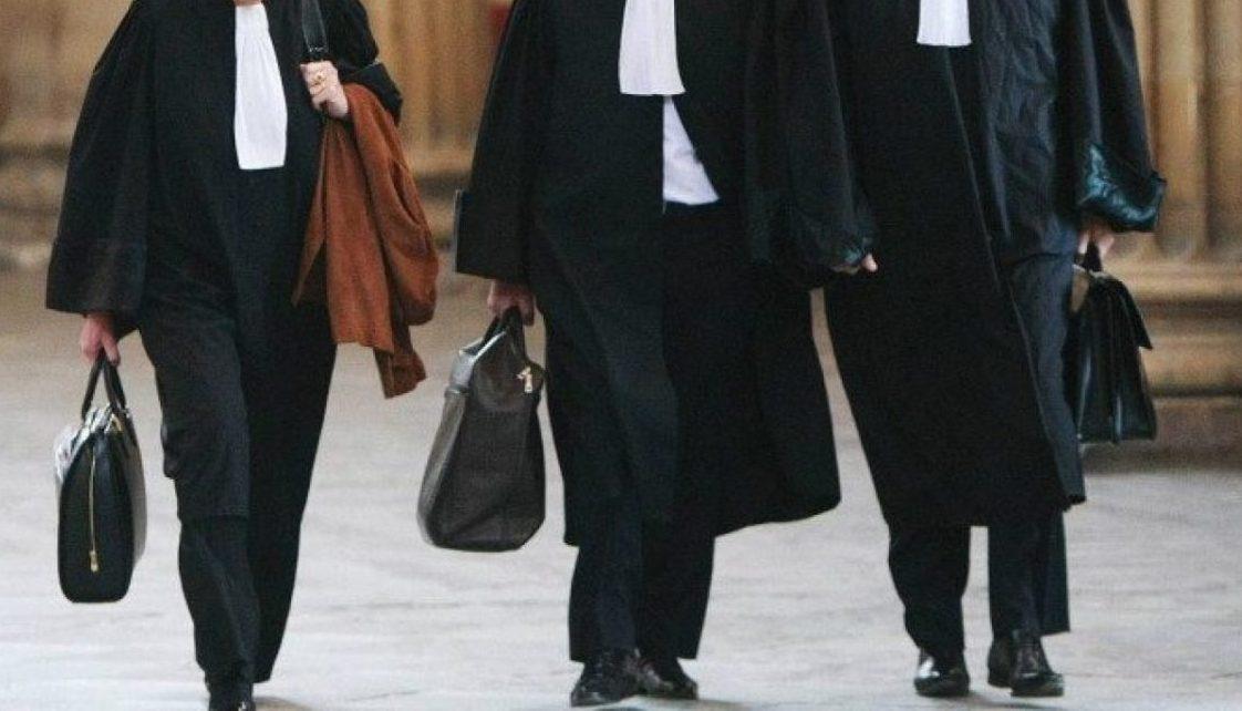 Uniunea Naţională a Barourilor a stabilit tarifele minimale pentru avocaţi. Cât poate ajunge un divorț sau o plângere în instanță pentru permis