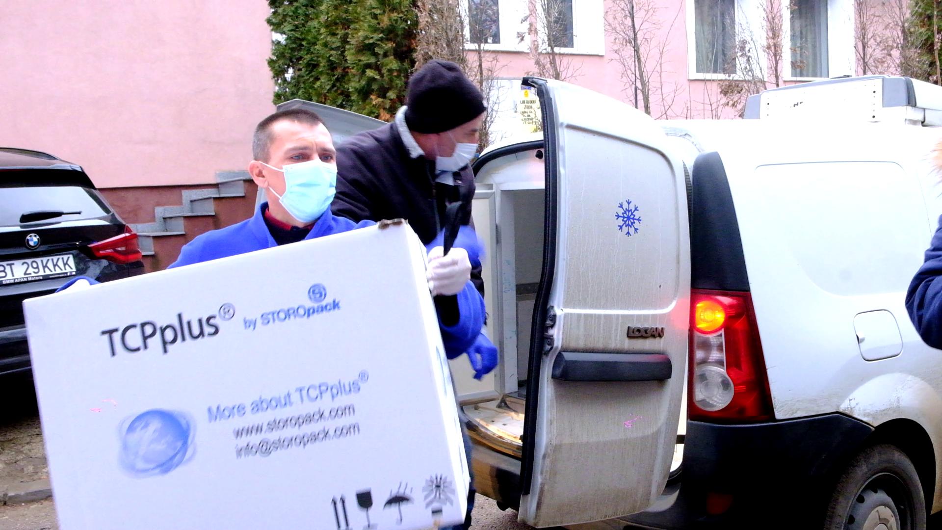 FOTO /    COVID-19:  Primele doze cu vaccin au ajuns la Botoșani