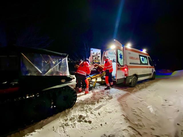 Botoșăneancă transportată cu senilata la spital