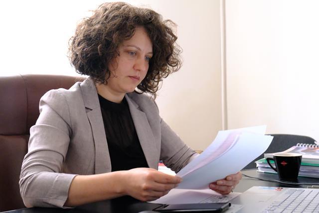 """Alexandra Huțu, PSD: """"Cum e posibil ca în România secolului 21, la Botoșani să avem oameni care efectiv mor cu zile, din cauza unei găuri în acoperișul unei unități medicale?"""""""