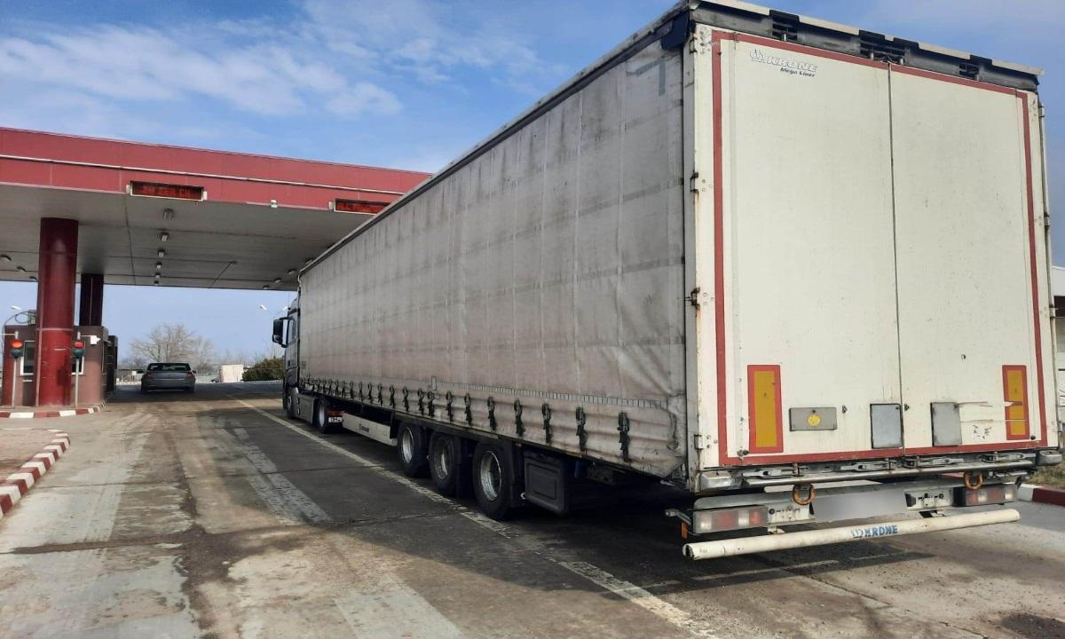 Ansamblu rutier cu documente false oprit din drumul spre R. Moldova