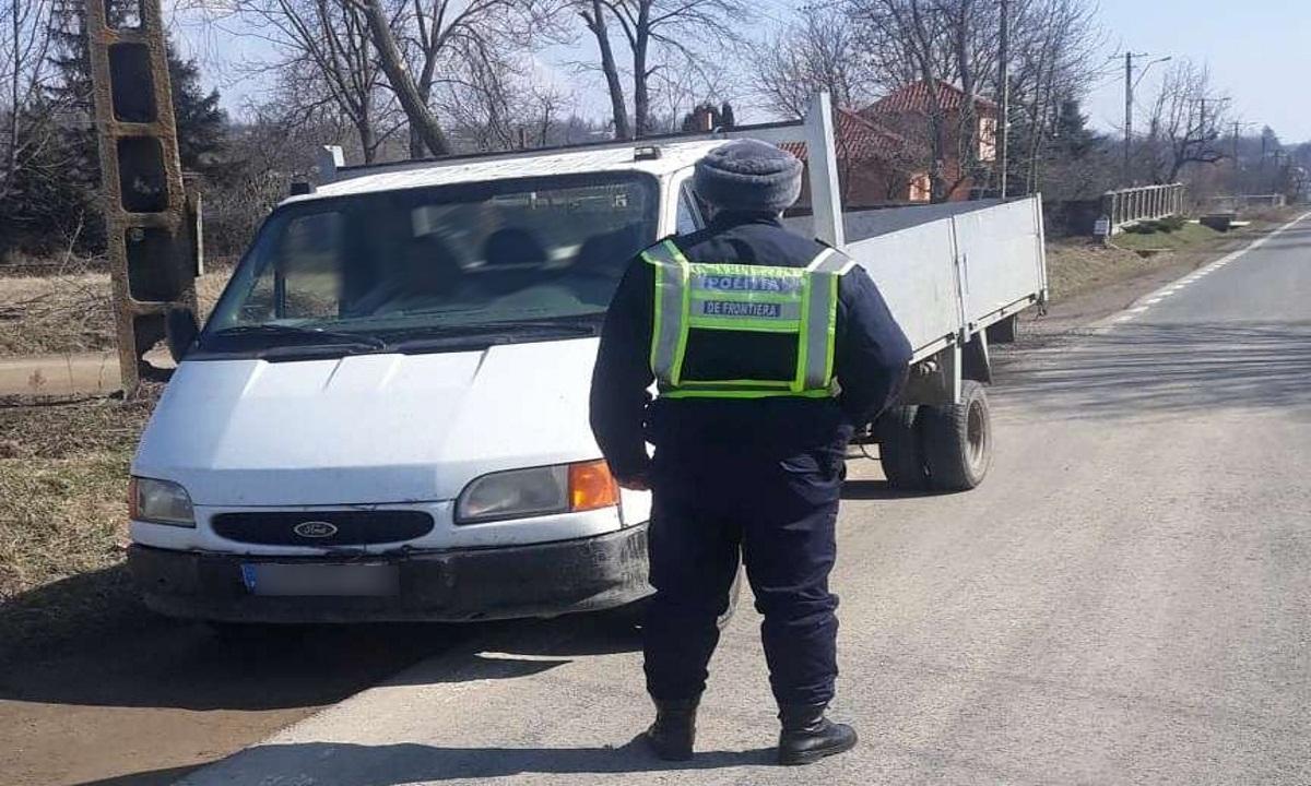Autovehicul înmatriculat în Portugalia, depistat la frontieră cu documente false