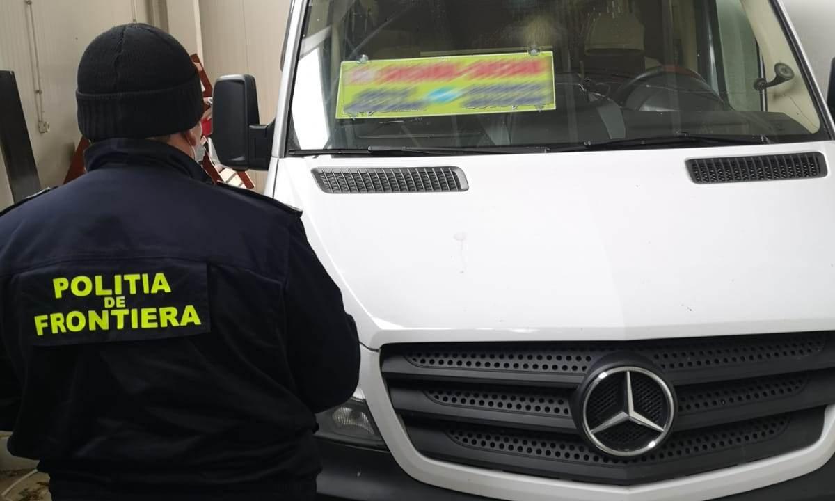 Microbuz blindat cu ţigarete de contrabandă descoperit la Stânca