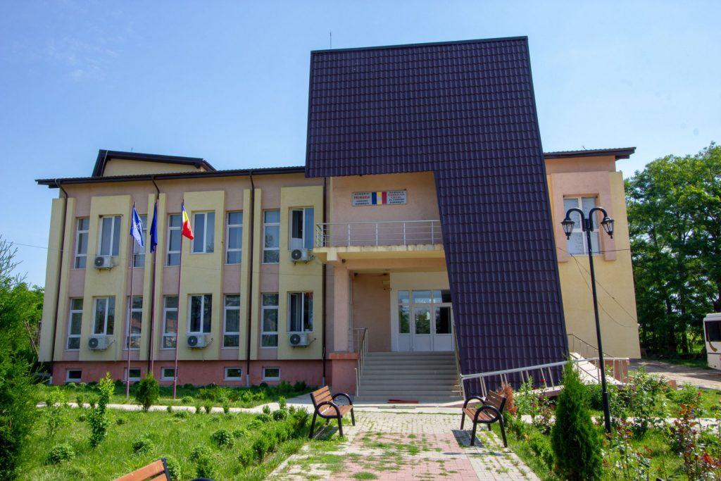 PRIMĂRIA COMUNEI DURNEȘTI, JUDEȚUL BOTOȘANI organizează licitație pentru concesionarea pașunii comunale