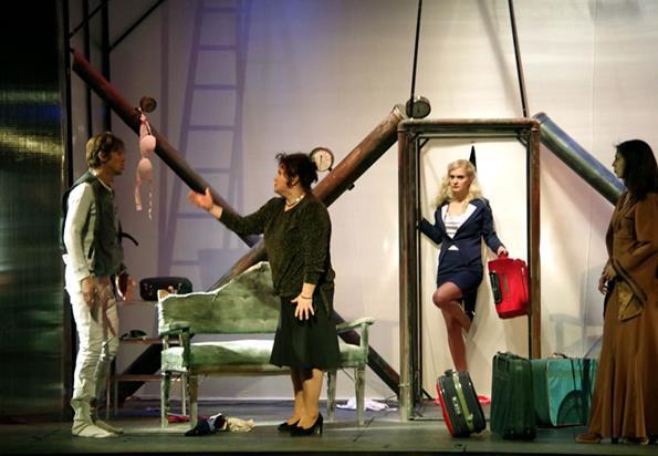 Teatrul Mihai Eminescu și-a suspendat spectacolele