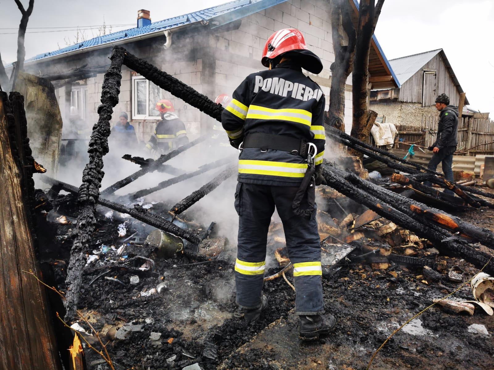 Nu suprasolicitați instalația electrică! Pericol de incendiu!