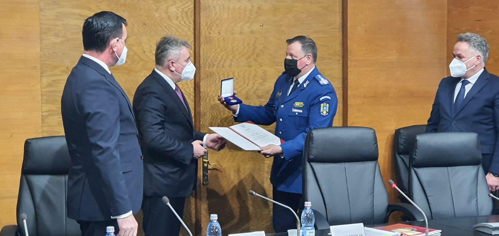 FOTO | Distincție acordată de ministrul MAI fostului comandant al IJJ Botoșani
