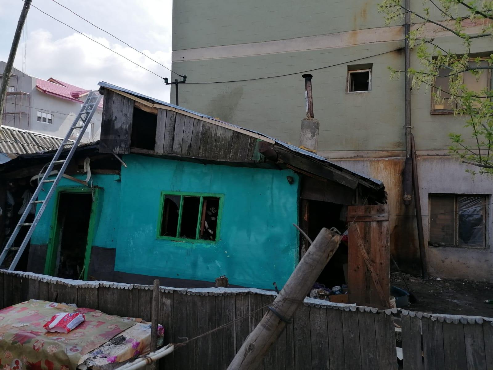 FOTO | Explozie urmată de incendiu. Două persoane au ajuns la spital