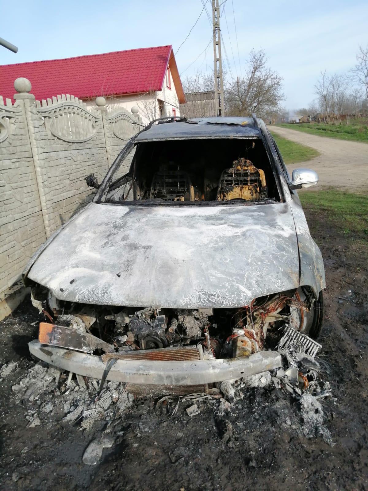 MITOC: Autoturism distrus în totalitate în urma unui incendiu